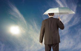 男も黙って日傘をさすべし。熱中症予防にベストな市販の日傘とは