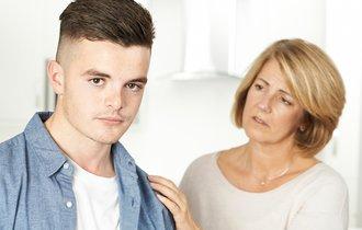 中学生になった息子が「干渉しないで」初めて言われた母の戸惑い
