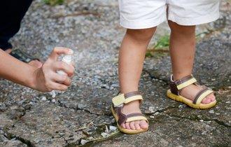 蚊に刺されなくなる新常識。足裏アルコール消毒が蚊を遠ざける