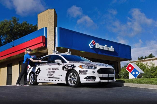 ドミノピザがフォードと行った自動運転による配達