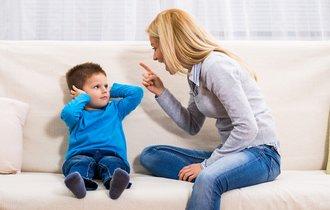 親に怒られ続けている子と授業を落ち着いて受けない子の共通点