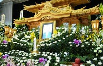 漱石の一句「ある程の菊投げ入れよ棺の中」はなぜ印象に残るのか