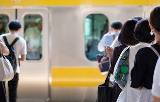 台風で電車が運休・遅延した場合、会社は賃金の補填をするべきか