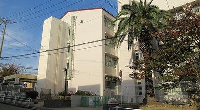 1024px-Kobe_City_Higashisuma_elementary_school