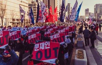 役人の不正は徹底的に叩く。大統領も選挙で決める韓国市民の潔さ