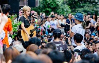 中国の犬ジャッキー・チェンと真逆。香港の現状伝える歌手の覚悟