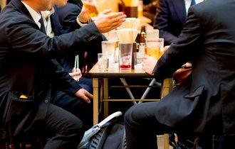 「忘年会スルー」にネット共感。職場の飲み会は時間もお金も無駄