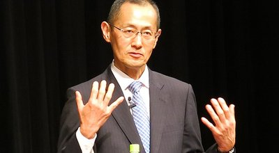 A lecture by the 2012 Nobel laureate in Physiology or Medicine, Dr. Shinya Yamanaka, was held in the Ryukyu Shimpo Hall as part of the joint Next Generation Development Project between OIST and the Ryukyu Shimpo   ノーベル生理学・医学賞受賞 山中伸弥氏講演会「iPS細胞がひらく新しい医学―科学者を目指す君たちへ―」   沖縄科学技術大学院大学・琉球新報による次世代育成事業の一環で、京都大学iPS細胞研究所所長でノーベル生理学・医学賞を受けた山中伸弥氏の講演会が、沖縄県那覇市の琉球新報ホールで開かれた