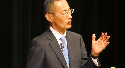 A lecture by the 2012 Nobel laureate in Physiology or Medicine, Dr. Shinya Yamanaka, was held in the Ryukyu Shimpo Hall as part of the joint Next Generation Development Project between OIST and the Ryukyu Shimpo | ノーベル生理学・医学賞受賞 山中伸弥氏講演会「iPS細胞がひらく新しい医学―科学者を目指す君たちへ―」 | 沖縄科学技術大学院大学・琉球新報による次世代育成事業の一環で、京都大学iPS細胞研究所所長でノーベル生理学・医学賞を受けた山中伸弥氏の講演会が、沖縄県那覇市の琉球新報ホールで開かれた
