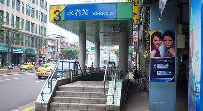 1280px-Yongchun_Station_Exit3