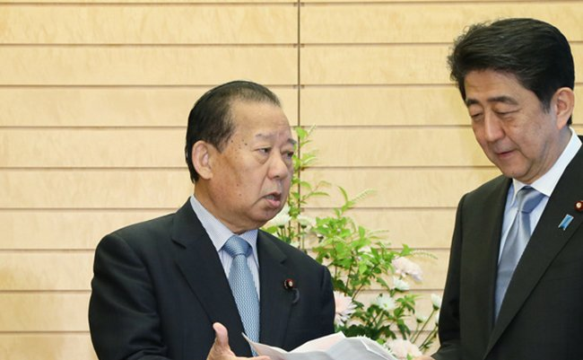 Toshihiro_Nikai_and_Shinzō_Abe