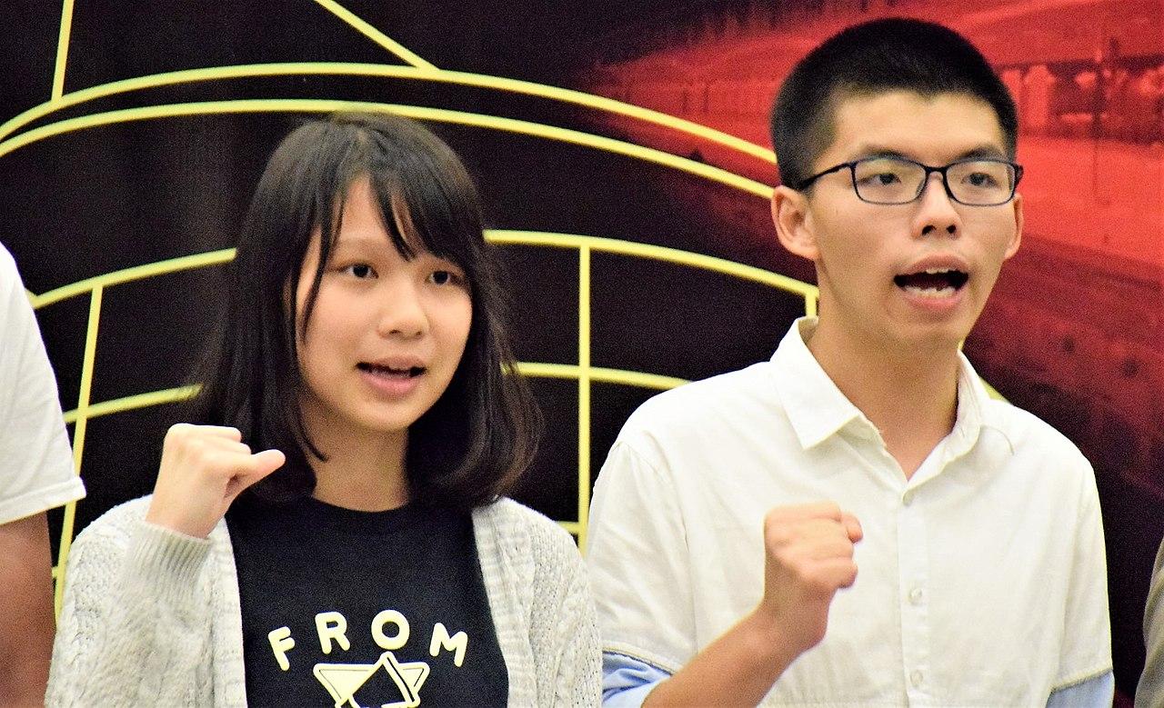 1280px-香港眾志常委周庭及秘書長黃之鋒