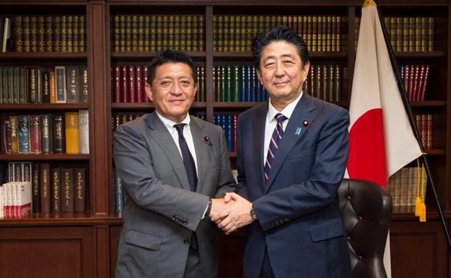 菅内閣の目玉は「ワニ男」?デジタル担当相・平井卓也氏の問題発言と不適切行動
