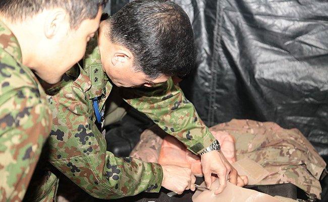 Japan_Self-Defense_Force_members_tour_medical_facilities_130328-M-UU132-256