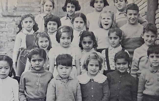 イラン、テヘラン在住時に通っていたアメリカンスクールのアルバムより。前列左から3人目が滝沢