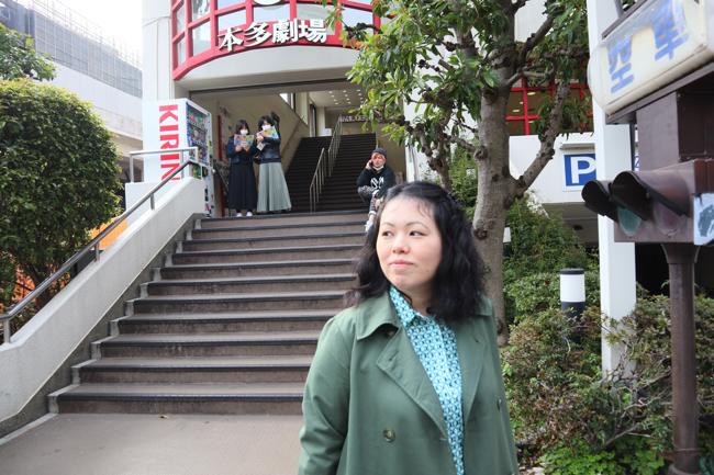 長女の睦月えみるさん。父の好きだった東京・下北沢にて