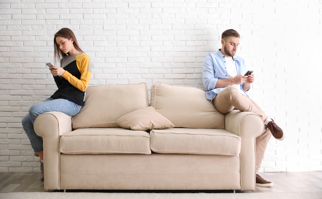 Couple,Addicted,To,Smartphones,Ignoring,Each,Other,At,Home.,Relationship