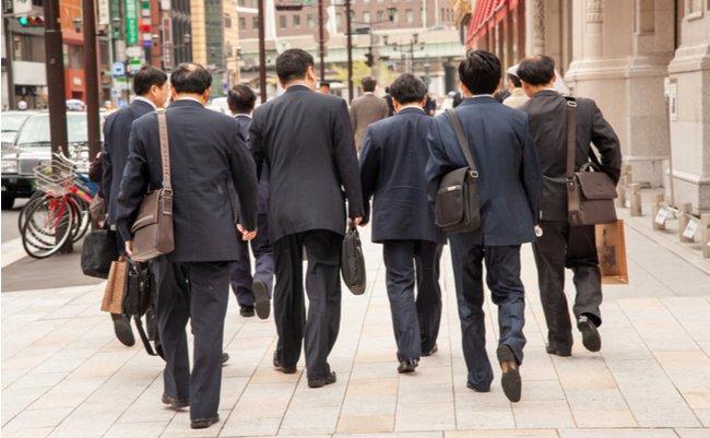"""新興宗教を笑えぬ。日本に""""非常識""""を蔓延させる「企業教」という病"""