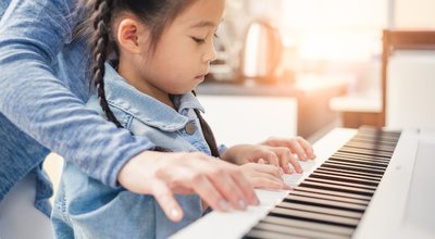 Asian,Young,Pianist,Teacher,Teaching,Girl,Kid,Student,To,Play