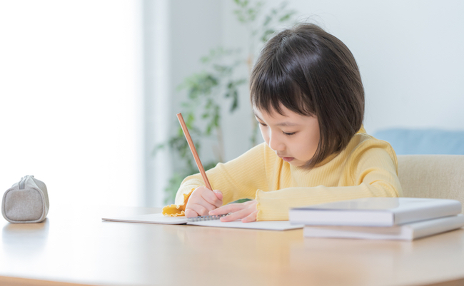 Asian,Child,Studying,In,The,Room
