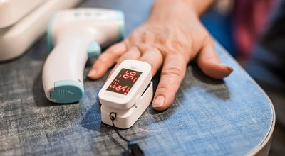 Pulse,Oximeter,Is,Placed,On,Index,Finger,Of,Woman,S