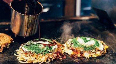 Okonomiyaki,On,Teppanyaki,Pan.,Chef,Pour,The,Salty,Sauce,On