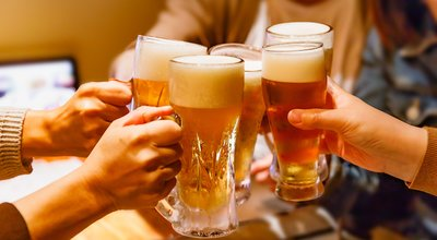 Hands,And,Mug,Beer,Of,Many,People,Toasting,At,A